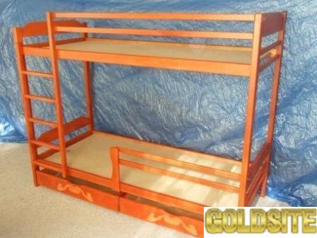 Массивная двухъярусная кровать.
