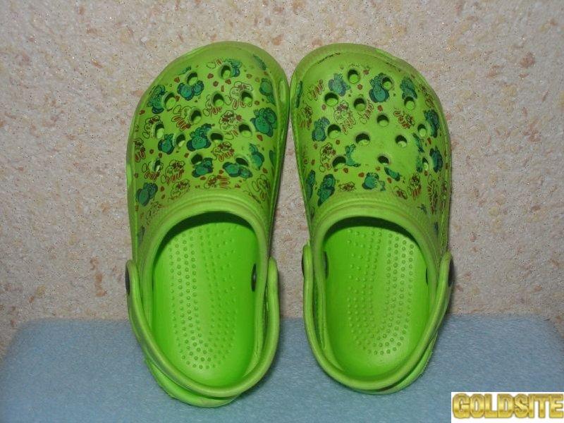 Продам резиновые сандалики на девочку,