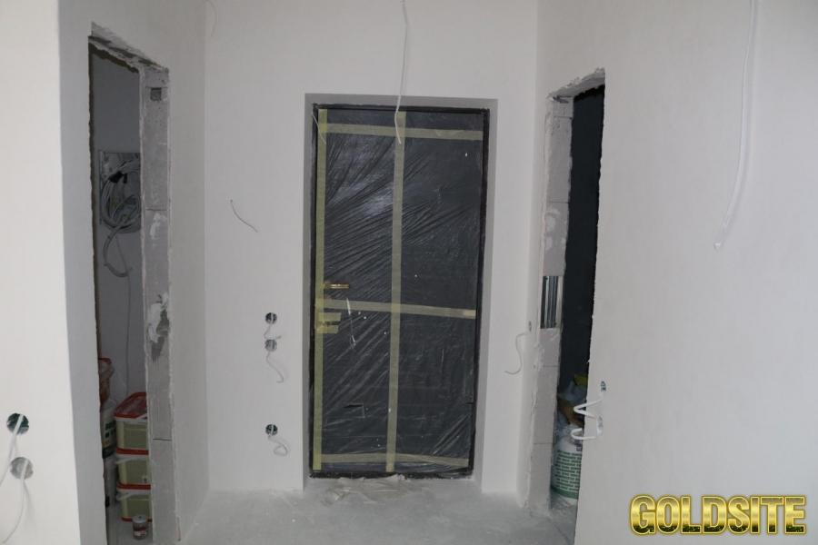 СРОЧНО Продам свою 2-х комнатную квартиру (студия+спальня) .