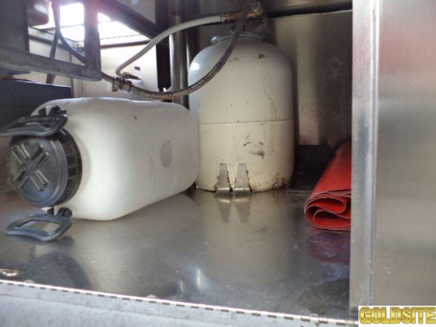 Прицеп для уличной торговли газовый гриль с зонтом   б у  в рабочем состоянии