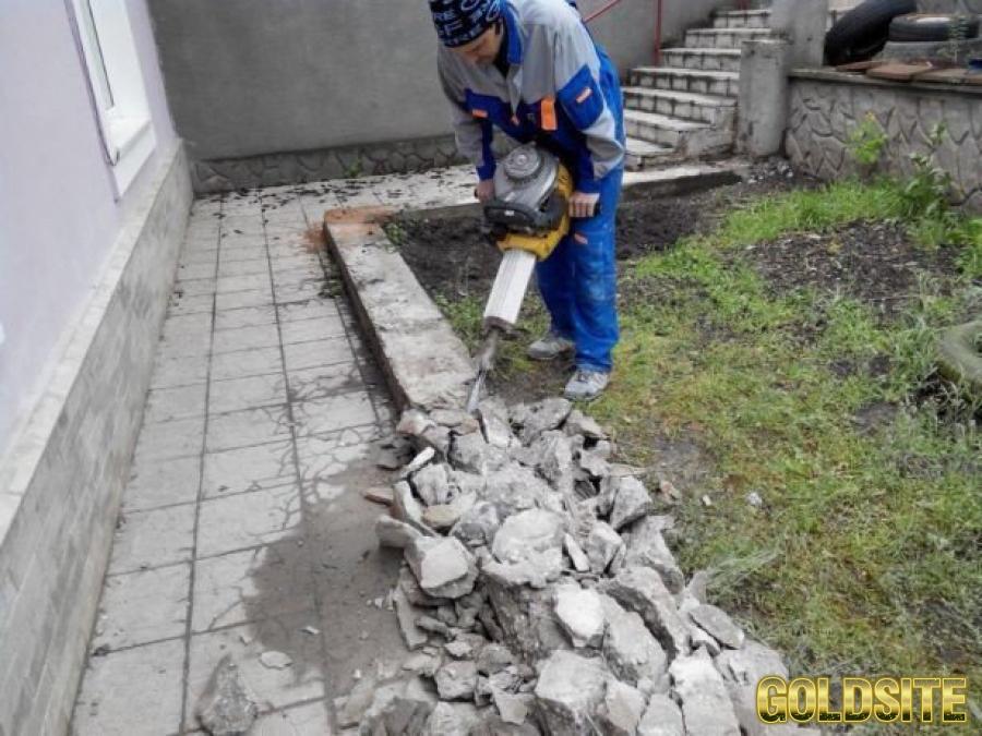 Демонтаж стен,  стяжки,  перегородок