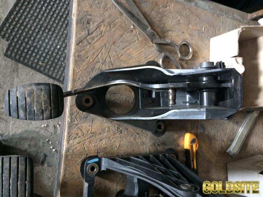 педаль сцепления Renault Laguna 2,  Рено Лагуна2