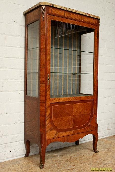 Торгово-выставочная мебель для магазина,  аптеки или салона красоты.  Мебель для дома