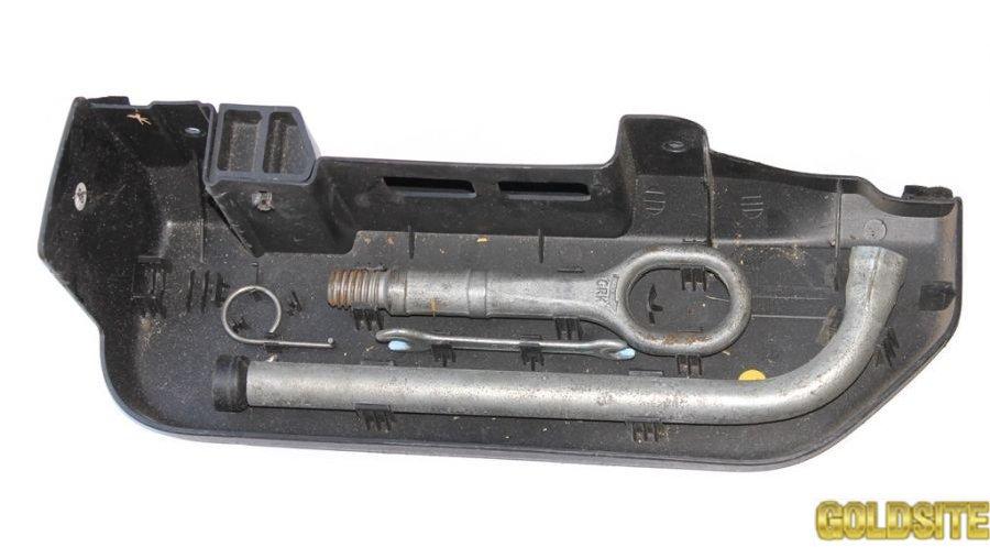 Крышка в сборе з инструментами фольксваген кадди 2004-2010  2k0012113