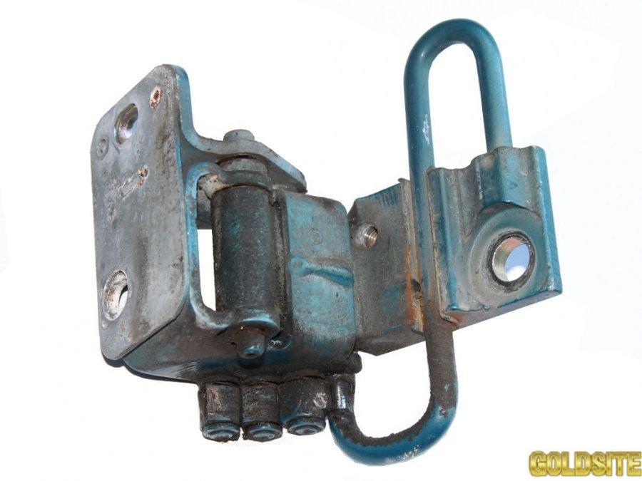 Петля передней двери фольксваген кадди 2004-  1T0831411А