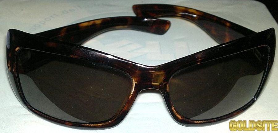 Солнцезащитные очки Pjlaroid.