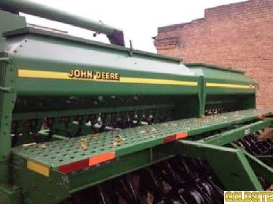 Сеялка.    Сеялка зерновая.    Сеялка механическая Джон Дир 1560  6,    1 м.