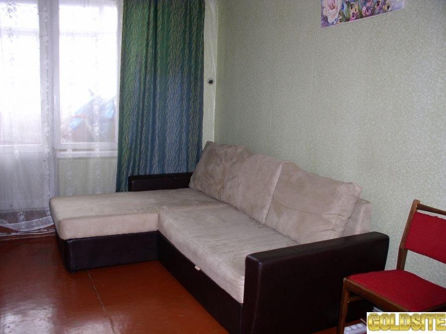 Посуточно сдам 1ком кв с 3-мя отдельными спальными местами 2+2 м.      Героев труда.