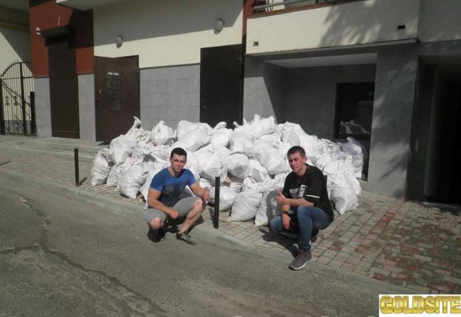 Вывозим строительный мусор.