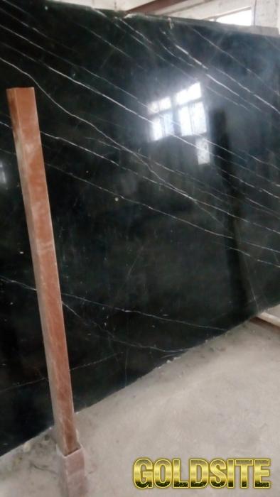 Черный испанский мрамор в слябах с белыми прожилками ,   толщина 20 ,   30 ,   40 мм.