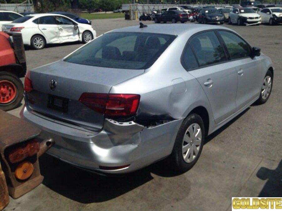 Volkswagen Jetta дешево под ремонт