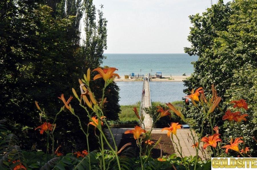 Приглашает база отдыха  Азов в Приморске