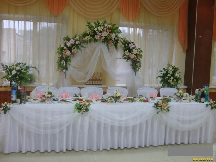 Оформление свадьбы шарами,  цветами,  текстилем.