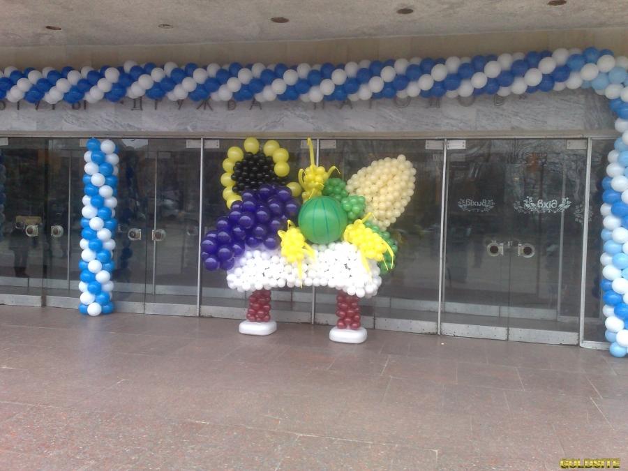 Оформление праздничных мероприятий вздушными шарами.