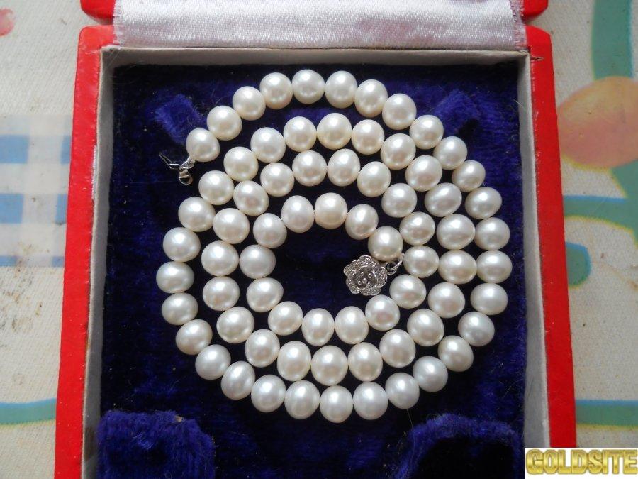 Ожерелье из круглого,  белого жемчуга 8-9 мм.