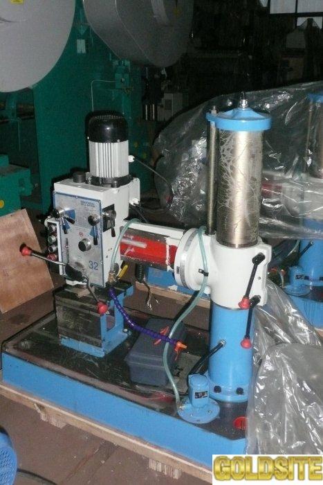 Малогабаритный радиально-сверлильный станок Z3032