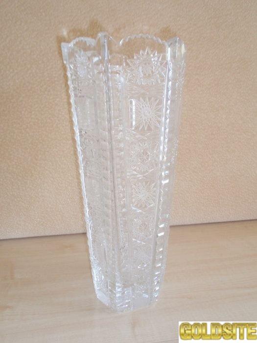 Продам вазу из хрусталя для больших цветов.