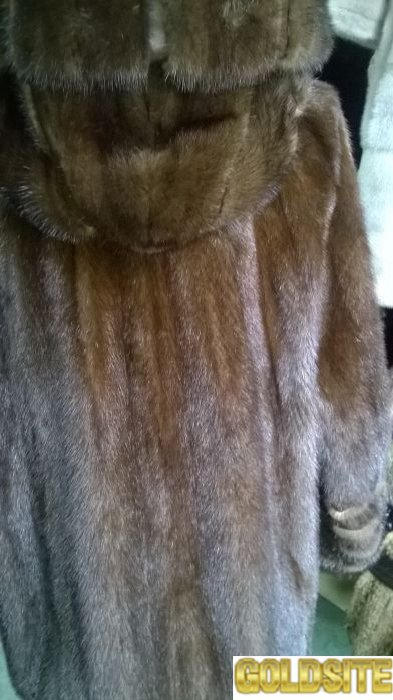 Практичная и недорогая норковая шуба с капюшоном