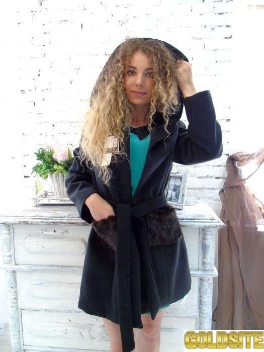Шикарное кашемировое пальто с декоративными норковыми карманами