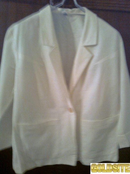 Красивый белый пиджак.  Чехия Новый