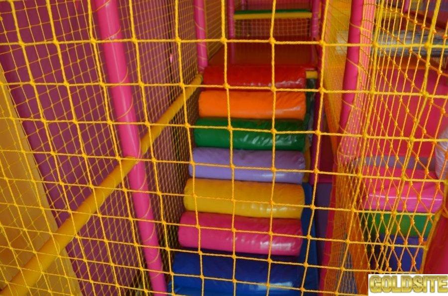 Изготовим сетки заградительные, защитные, спортивные  для игровых лабиринтов, площадок, спортзалов.