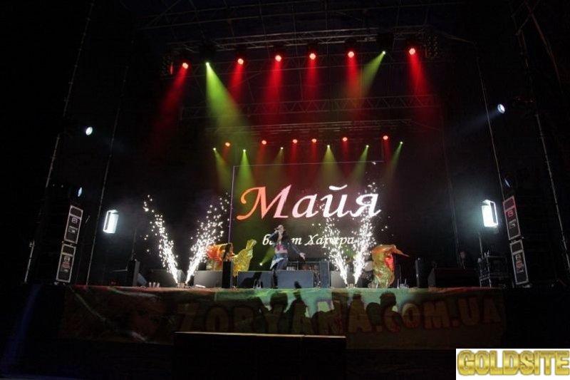 Екзотична співачка Maйя